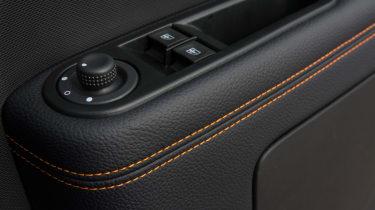 Triple test –Renault Twingo - door trim