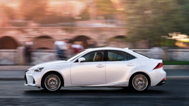 Lexus IS 2017 - side tracking