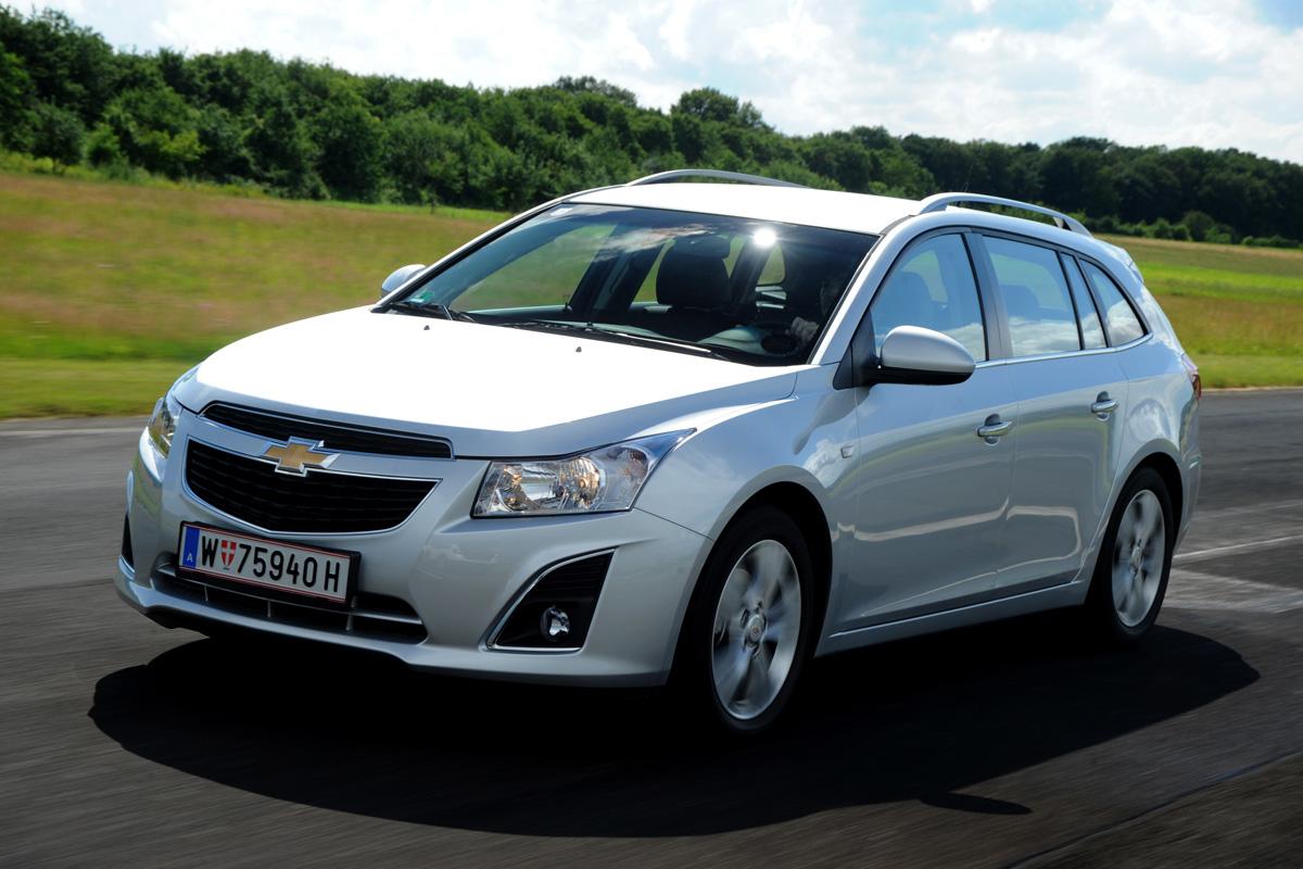 Chevrolet Cruze SW review | | Auto Express
