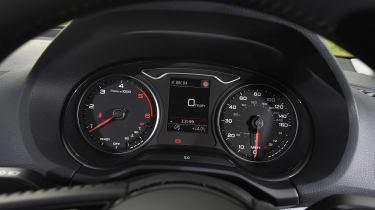 Audi Q2 - dials