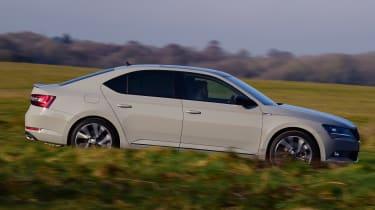 Skoda Superb Sportline - side tracking