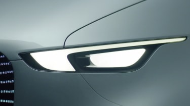 Mercedes Vision Van - video headlight