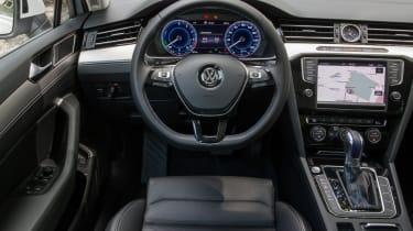 Volkswagen Passat GTE Estate - dash