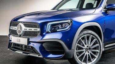 Mercedes GLB - studio front detail