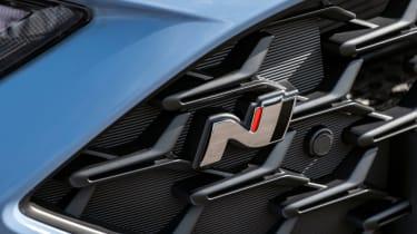 Hyundai i30 N Performance DCT - grille badge