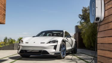 Porsche Mission E Cross Turimso - charging