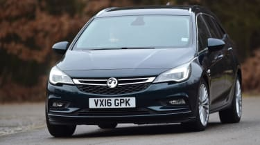 Vauxhall Astra ST - front cornering