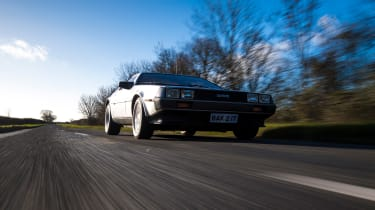 DMC DeLorean - front action
