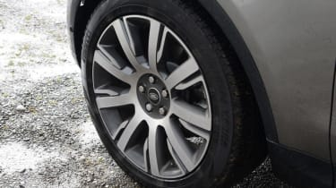 Land Rover Discovery - wheel detail