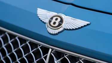 Bentley Bentayga Hybrid - badge