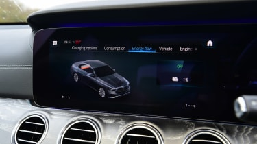 Mercedes E 300 e - infotainment