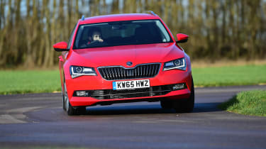 Skoda Superb Estate 280 4x4 2016 - front cornering