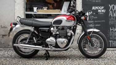 Triumph Bonneville T120 review - side profile