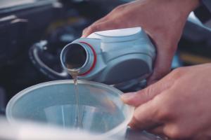 Check engine oil - Nissan sponsored
