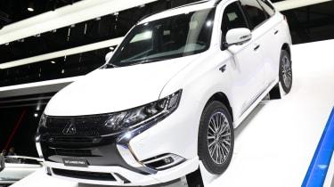 Mitsubishi Outlander PHEV - Geneva front stand