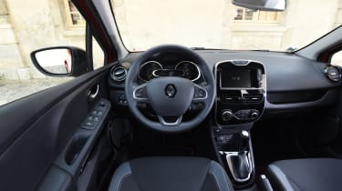 Renault Clio old vs new - Mk4 interior