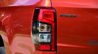 Mitsubishi L200 - brake light