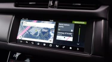 Jaguar XF 2.0d AWD 2016 - touchscreen