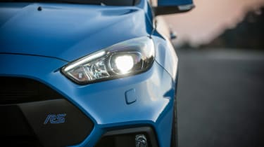 Ford Focus RS 2016 - headlights
