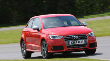"<p class=""p1""><b>Audi </b>S1 quattro (L4)</p>"