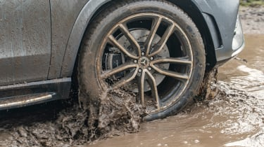 Mercedes GLS - wheel off-road