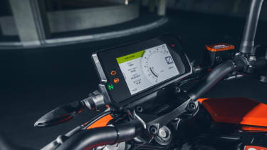 KTM Duke 125 review - screen