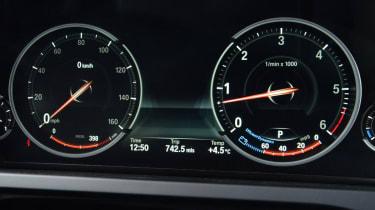 BMW 730Ld dials