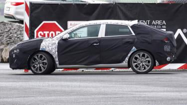 Hyundai i30 fastback side profile