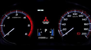 Mitsubishi L200 - dials