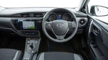 Toyota Auris Hybrid 2016 - interior