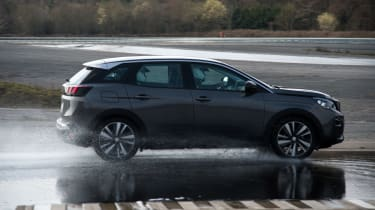 Peugeot 3008 Advanced Grip Control test water