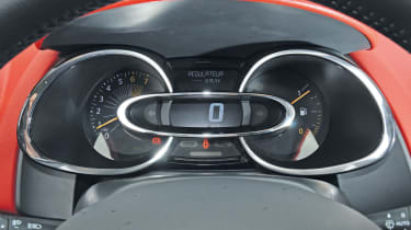 Renault Clio dials