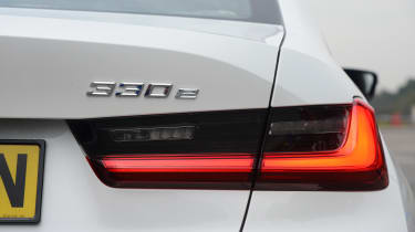 BMW 330e - brake light