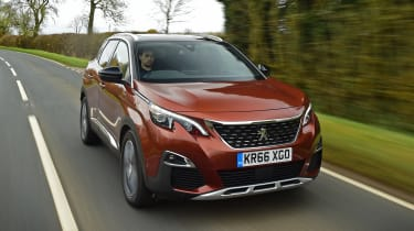 3008 minutes in a Peugeot 3008 - front tracking