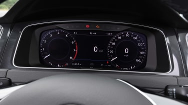 Volkswagen Golf - Instruments
