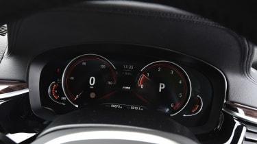 BMW 5 Series Touring - dials