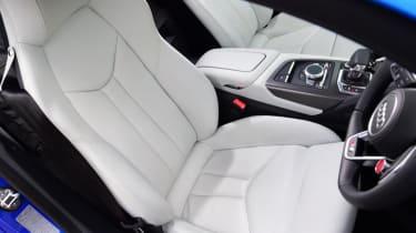 Audi R8 - seat]