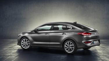 Hyundai i30 Fastback - side