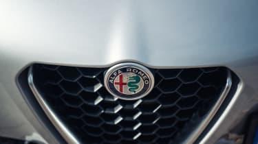 Alfa Romeo Giulia Super petrol 2017 - badge