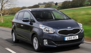 Used Kia Carens - front