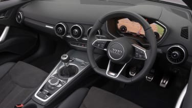 "<p class=""p1"">The Coupe's intuitive 'Virtual Cockpit' is carried over to the Roadster – spend 15 minutes with it and you'll realise how dated other cars' dashboards are.</p>"