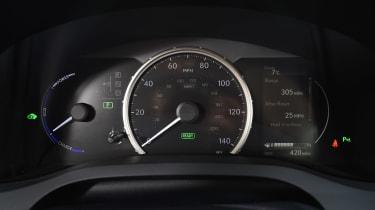 Lexus CT 200h - dials