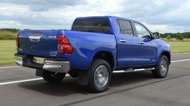 Toyota Hilux 2016 - rear tracking