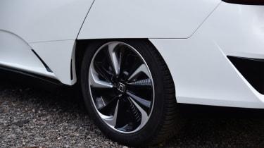 Honda Clarity - rear wheel