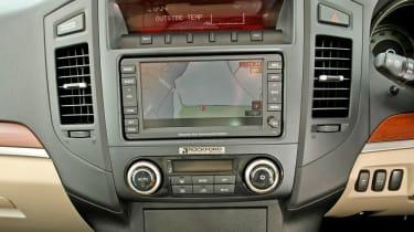 Mitsubishi Shogun SG4 centre console