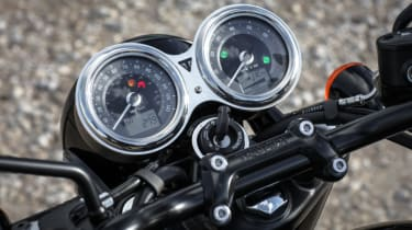 Triumph Bonneville T120 review - dials