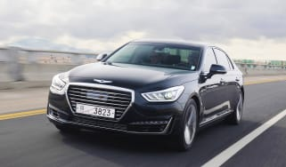 Genesis G90 front tracking cropped