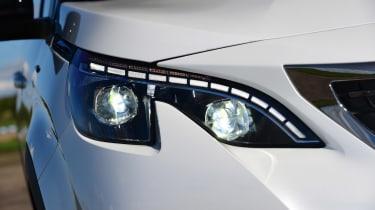 Peugeot 5008 - front light detail