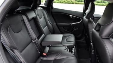 Volvo V40 2016 - rear seats
