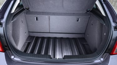 Chevrolet Cruze boot space